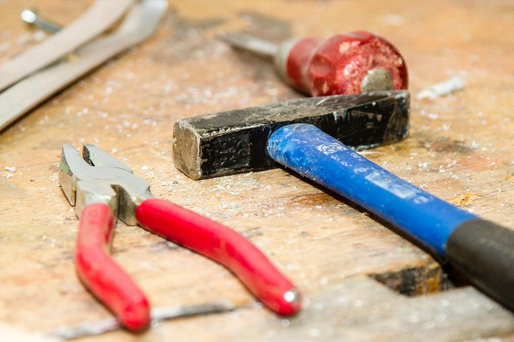Innenausbau Trockenbau Hammer Zange